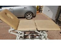 Physiotherapy examination couch, hydraulic 3 section with face hole and stool included