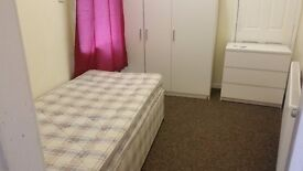 FARNWORTH BOLTON SPACIOUS FURNISHED ROOMS IN HOUSE SHARE INCLUDES ALL BILLLS AND INTERNET