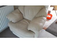 £80!!! REDUCED!!! 3 Peice Leather Sofa (Cream) with Footstool