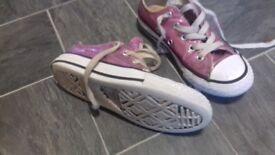 Girls converse Size 11