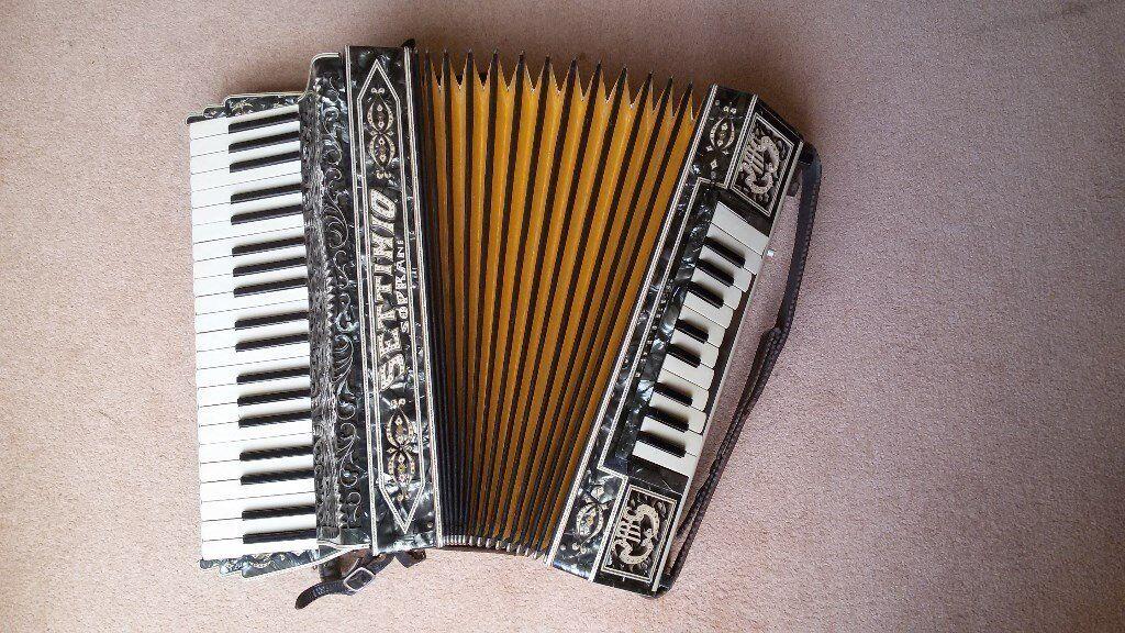 Dating Hohner accordeons zijn we officieel dating 2013 online subtitratie