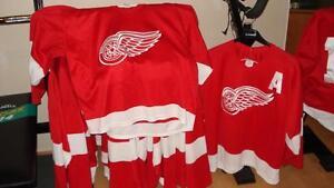 Douze chandails CCM pour hockey - hockey bottine - ballon balai