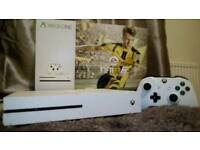 XBOX ONE S console 500GB (white) fifa 17 and gta5