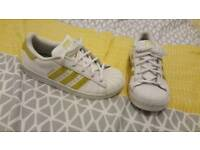 41dcbc067102 Adidas superstar trainers size 2.5