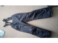 Mens winter trousers, medium to large.