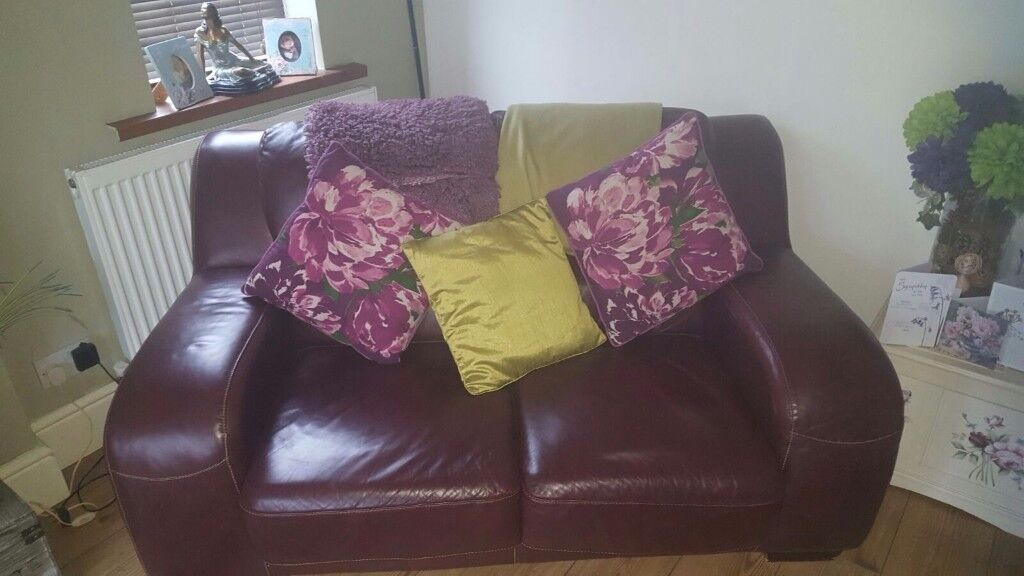Beautiful leather 2 piece settee set ,2seater and 3 seater , lovely colour well looked after .