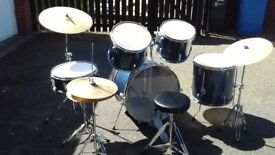'Drum World' drum set (5drums, 3 cymbals, stool & set of drumsticks)