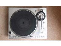 Stanton STR8 - 100 : excellent high torque turntable with nice features