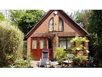 SELF-CONTAINED COTTAGE IN DIDSBURY - HIGHLY RECOMMENDED