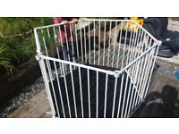 Baby safety play pen / gates