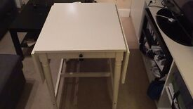 As new folding table for 2 or 4