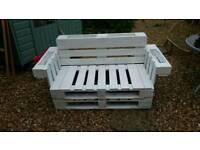 Beautiful pallet garden-patio bench