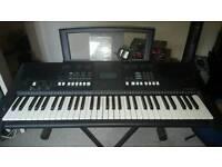 Yamaha PSR E423 Keyboard - VGC