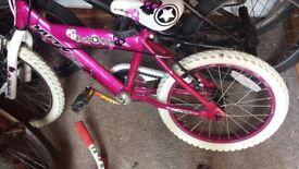 Girls bike-huffy rockstar purple and pink colour. Suitabke for age 5-7. In good condition.
