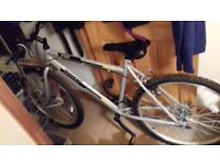HALFORDS TRAX BIKE TR1