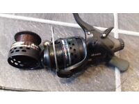 1/2 OKUMA CARBONITE 40 CBF 140 BAITFEEDER REEL+SPARE SPOOL+LINE FOR CARP ROD FISHING