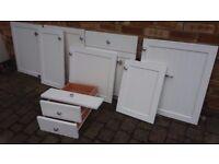 7 VERY GOOD USABLE WHITE HINGED KITCHEN DOORS & 2 DRAWERS + NEW WREN CORNICE/KICKBOARD,SMALL W/TOP