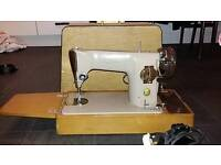 Vintage Singer domestic sewing machine (1970s?) Great working condition,