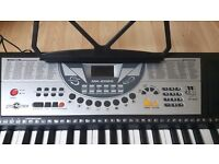 Electric keyboard in excellent condition