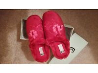 BNIB Cosies burgundy ladies mule slippers faux fur size 6 (size 39)