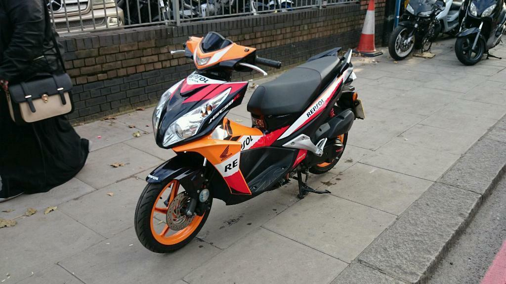 honda vision repsol 50 cc in seven sisters london gumtree. Black Bedroom Furniture Sets. Home Design Ideas