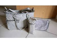 Melobaby changing bag chevron grey