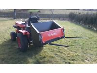 KUBOTA B4200 COMPACT TRACTOR 4x4 LOW HOURS TIPPING BOX WITH REMOVABLE SPIKES