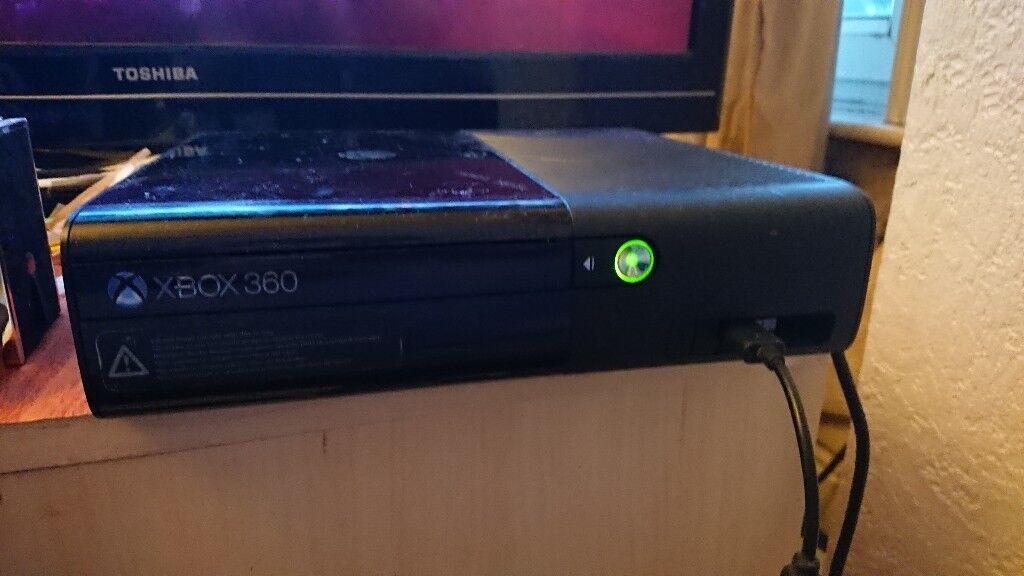 Xbox 360 'e' console 250gb with controller