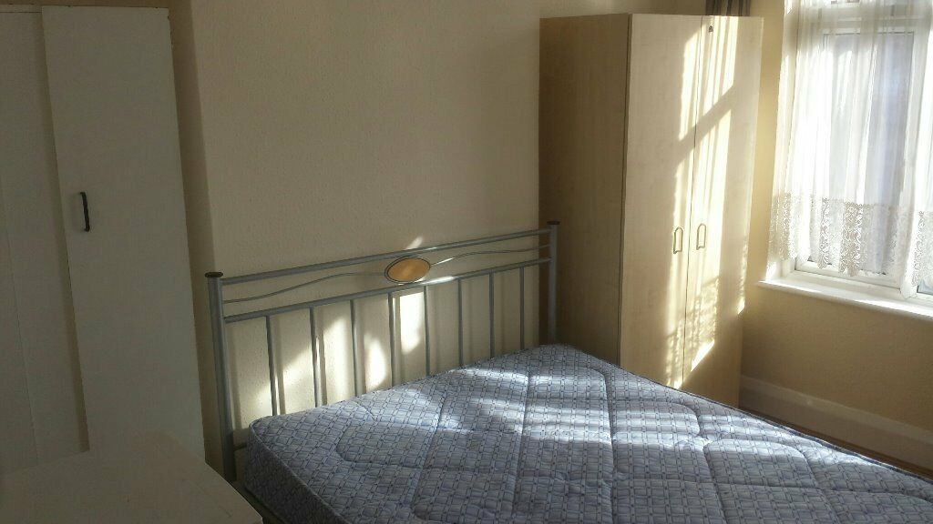 Double bedsit available in Eltham