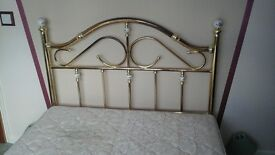 Kingsize brass bed with decorative ceramic finials & mattress