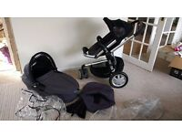 Quinny Pram with Carrycot and Happy Mummy Hooks