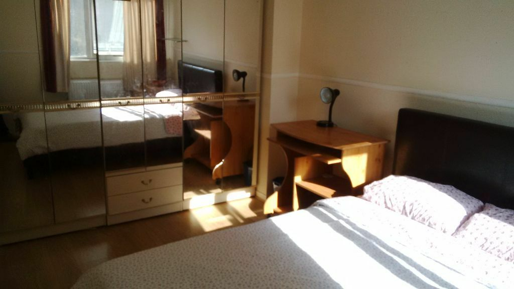 Crowder Street, Aldgate / Wapping / City **DOUBLE ROOM AVAILABLE**