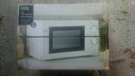 17 L microwave in working condition