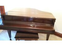 Beautiful Baby Grand Piano in excellent condition