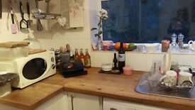 2 Bedroom house to rent in Haslemere - 1 minute walk from main station and 2 Parking spaces.