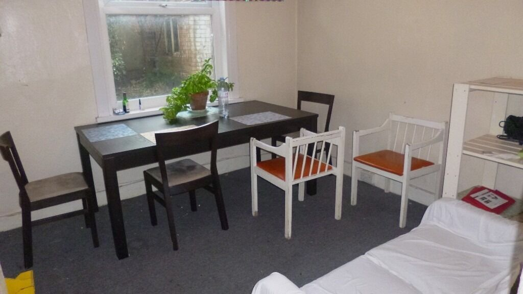AMAZING VALUE 5 DOUBLE BEDROOM 2 BATHROOM HOUSE 2 MINS WALK TO ZONE 3 TUBE, BUSES & SHOPS