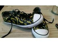 Converse limited edition Andy Warhol Bannana design size 6 Men size 8 women see pics