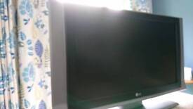 "32"" flat screen HD TV"