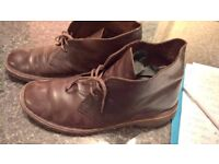Amazing as new CLARKS in shine leather paid 105£ only 14£!!!! SIZE 45