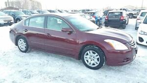 2010 Nissan Altima FWD ,CLEAN INSIDE AND OUTSIDE ,LOW KILOMETERS