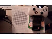 Xbox one S 500gb with controller and forza horizon