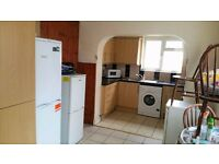 PROPERTY HUNTERS ARE PLEASED TO OFFER A MASSIVE 4 BED HOUSE IN CANNING TOWN FOR £2000PCM !!