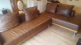 LEATHER CORNER/SECTIONAL SOFA