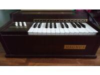 Magnus 1960s electric organ