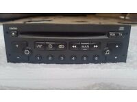 Peugeot Citroen Clarion Pu-2471a Car Radio Stereo Cd Player