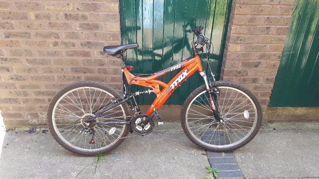 """Cheap Mountain BikeNeeds Servicing But Worksin Kingston, LondonGumtree - Cheap mountain bike, average size (dont know the specifics, sorry, I bought it second hand at the time). I dont know much about bikes so sorry if the description is very vague. Features Steel frame. Average sized (Im 58"""" and it fits very well) Back..."""