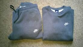 Nike men's tracksuit size med