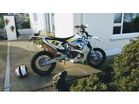 Husqvarna TE300 Enduro converted to Supermoto