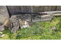 Free metal garden gate/concrete