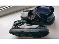 Kickers patent black girls shoe size 4 (22)